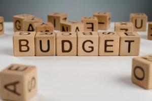 """Lettre de scrabble indiquant """"Budget"""""""